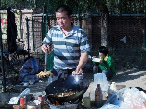 Noodle_vendor_Beijing